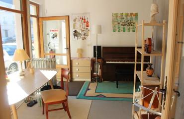 Intérieur du local de musique à Saint-Lô. Cours particuliers de piano et décor- Sébastien Delisle